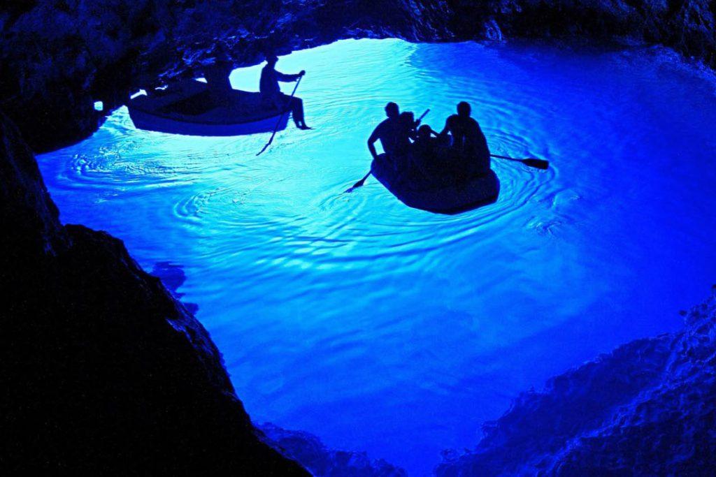 grotta blu croazia in barca