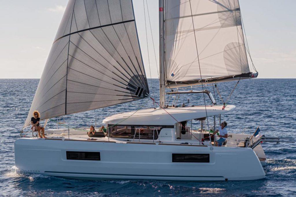 Catamarano Lagoon 40 in navigazione a vela