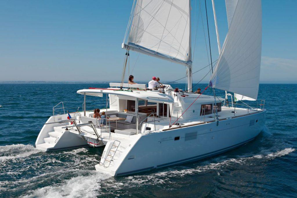 noleggio lagoon 450 con skipper