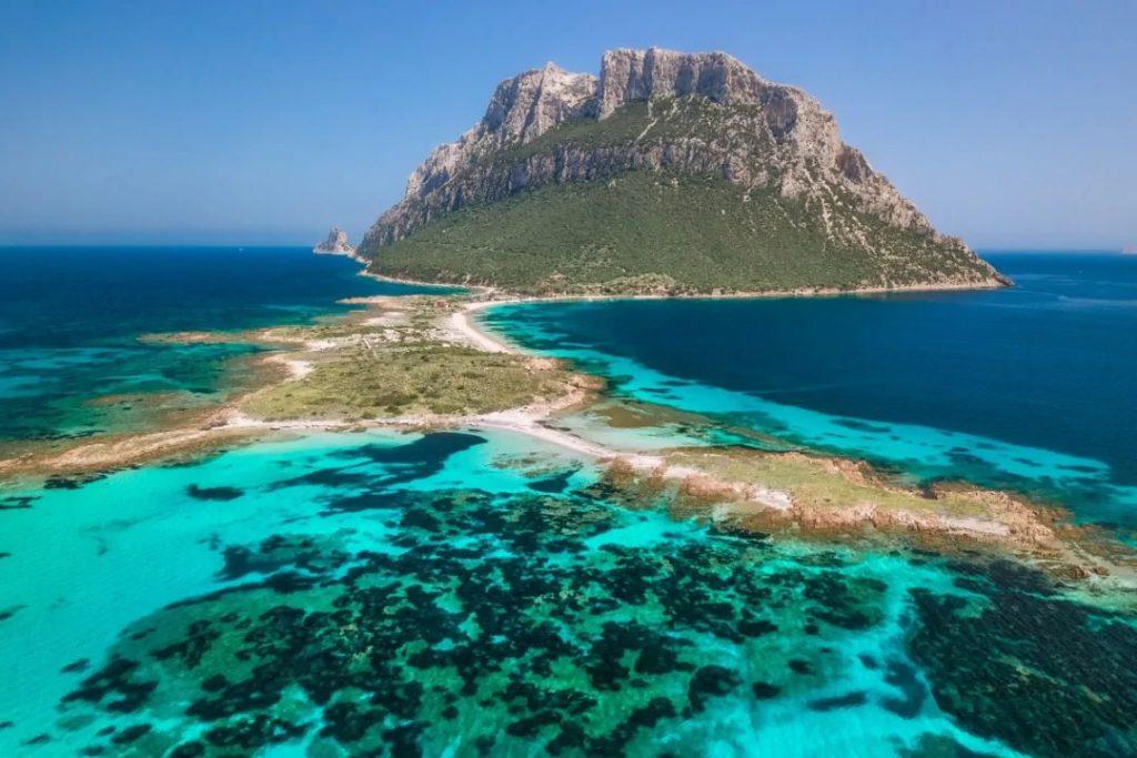 Affitto catamarano in Sardegna a Tavolara
