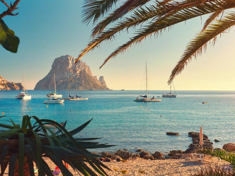 Vacanze in catamarano a Ibiza